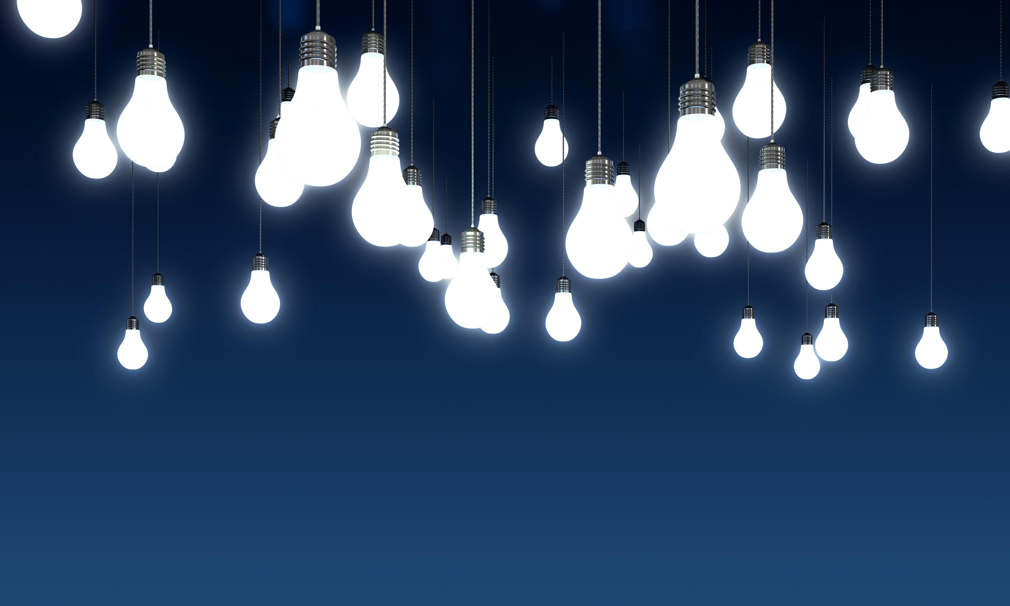 viele Glüchbirnen auf blauem Hintergrund Ideen