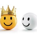 lächelnde Smileys mit Krone
